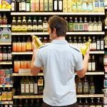 Confiança do consumidor recua e vai ao menor nível histórico pela 3ª vez seguida